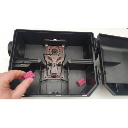 Piège à rat professionnel pour extérieur, en position ouverte, avec appâts blocs aromatiques NARA