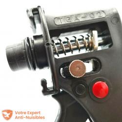 Zoom sur le système de pression du BAIT GUN : permet une application et un dosage précis.