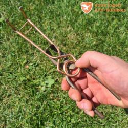 Piège à taupe putange avec clé (pince) d'armement.
